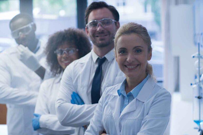 Cientistas e formuladores altamente qualificados participam do desenvolvimento do Graviola Prozono com Telomerasa, Ozono e Pau de Arco